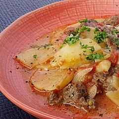 ☆牛肉とじゃがいものトマト蒸し焼き