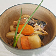 ☆サバ味噌煮缶と根菜の煮物