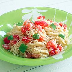 ☆湯むきトマトとチーズの冷製パスタ