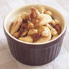 ☆バナナとナッツのメープルシナモン和え (ビタミンE 補給)