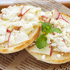 ☆りんごとカッテージチーズのオープンサンド (食物繊維 補給)
