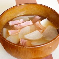 ☆かぶとベーコンの味噌汁 (消化酵素 補給)