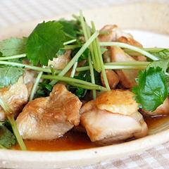 ☆パクチーと鶏もも肉のエスニック炒め (ビタミンB2 補給)